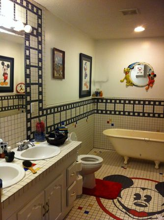 Mickey mouse bathroom d cor 14 photo bathroom designs ideas for Bathroom themes