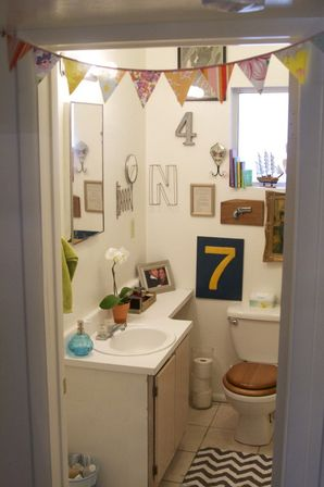 Cute bathroom decor and it 39 s interior features bathroom for Pretty small bathroom ideas