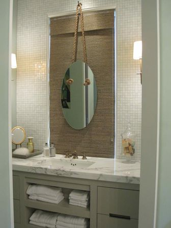 Coastal bathroom d cor main differences from the ocean for Main bathroom designs